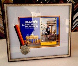Medaille marathon Berlijn ingelijst